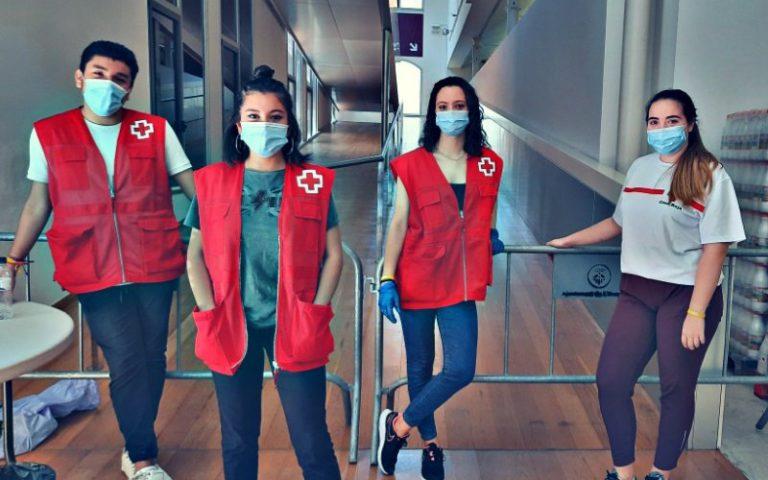 Fem voluntariat als projectes de Creu Roja i Voluntaris L'H